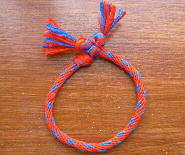 Cómo hacer pulseras redondas de hilo paso a paso .