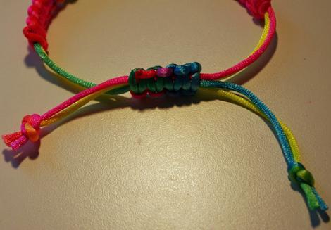 hacer-pulsera-de-macrame-de-colores-7