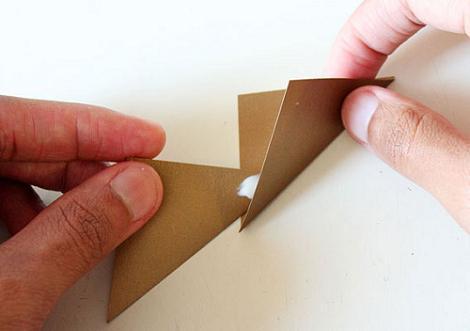 pegar-corona-papel
