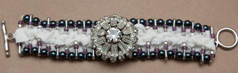 hacer-pulseras-de-imperdibles-decoradas-5
