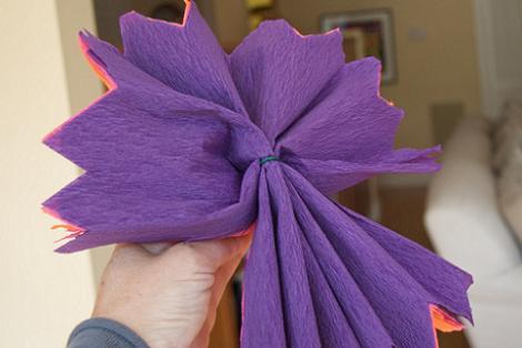 Hacer flores de papel crepe