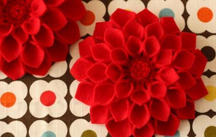 C mo hacer broches de flores con fieltro - Flores de telas hechas a mano ...
