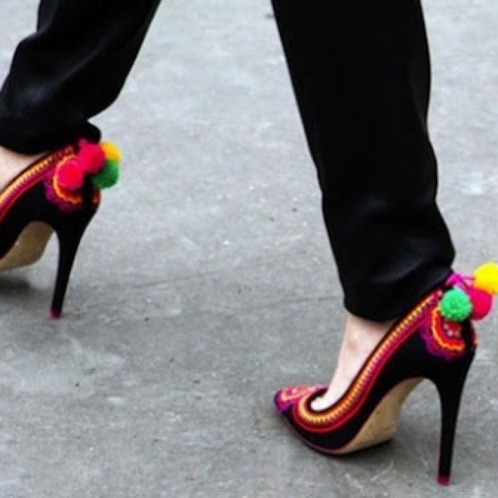 clon-zapatos-moda-verano-pom-pom-originales