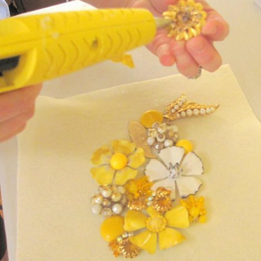 collar-flores-casero-broches-pegamento
