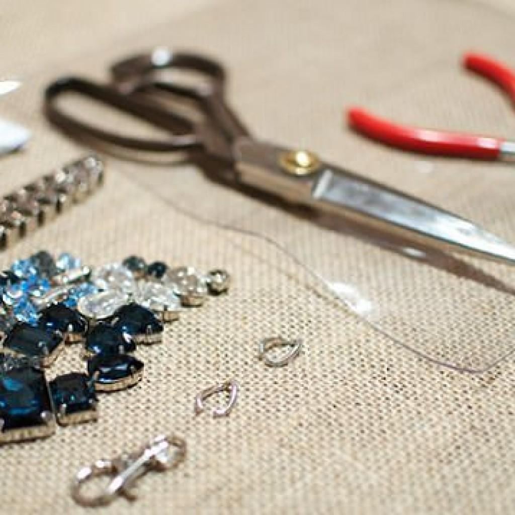 collar-transparente-pedreria-materiales