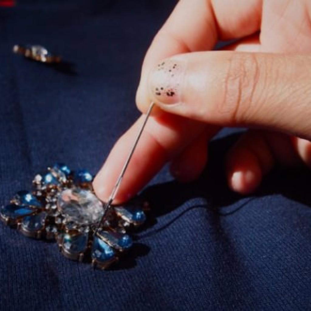 customiza-tu-ropa-sudadera-con-apliques-coser