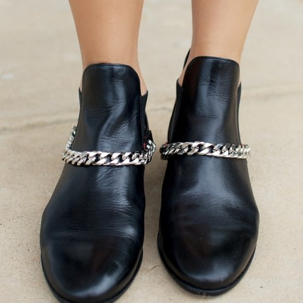 chained-boots-caseras-cadena