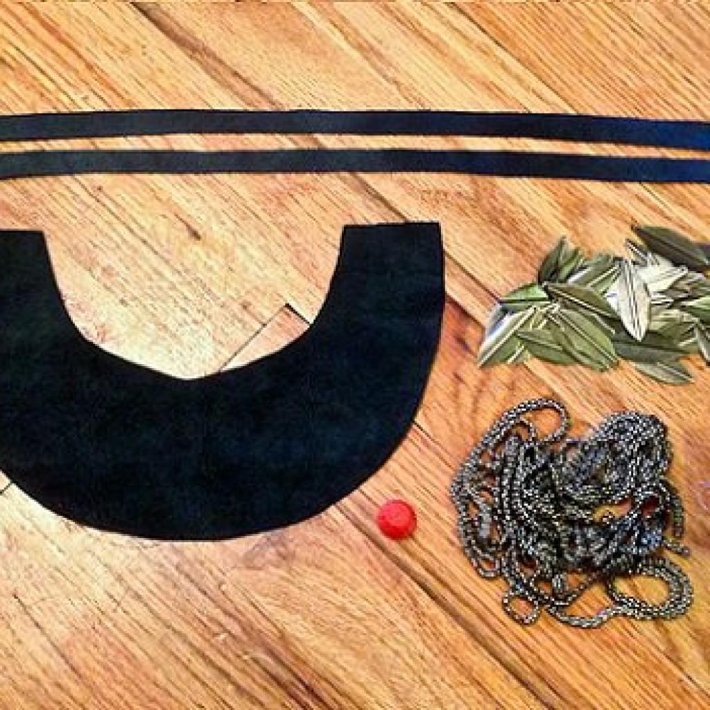 collar-etnico-casero-plumas-materiales