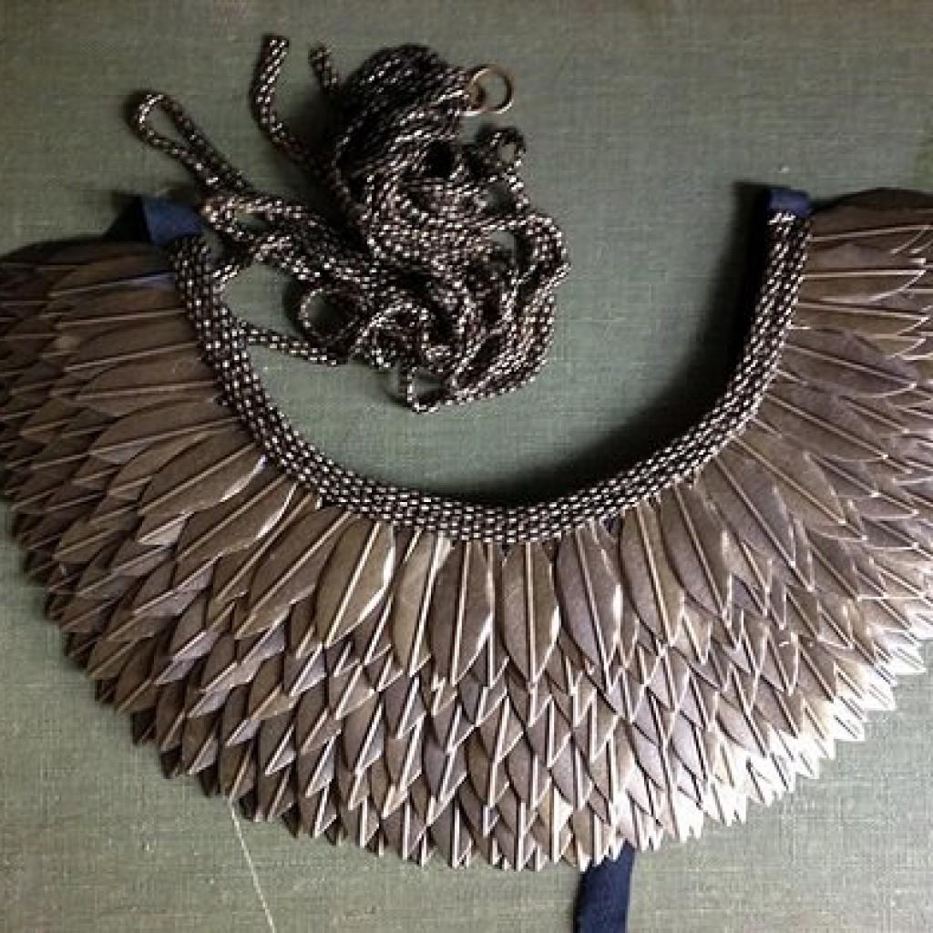 collar-etnico-casero-plumas-resultado
