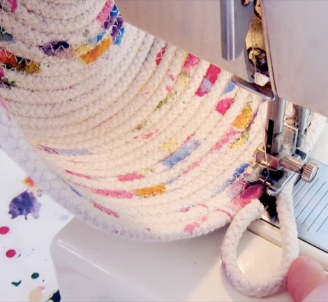 C mo hacer una cesta casera para la ropa con cuerda - Cestos para ropa sucia originales ...
