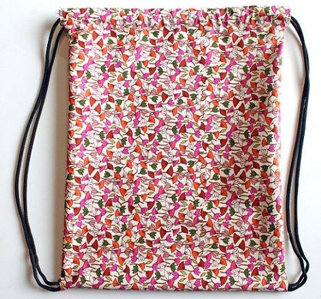C mo hacer una mochila de tela casera tipo saco - Telas para hacer bolsos ...
