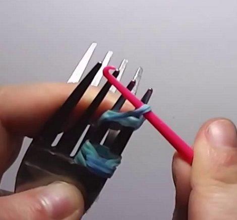 Cmo hacer pulseras de goma con dos tenedores