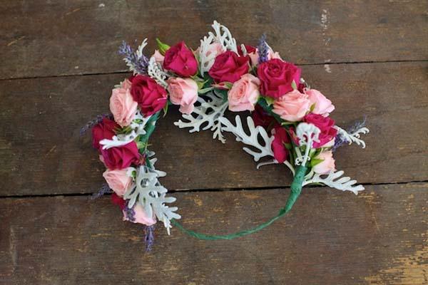 como-hacer-un-tocado-de-flores-casero