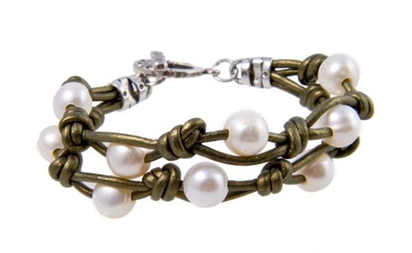 8218930b5ef1 Cómo hacer tus propias pulseras de cuero y perlas