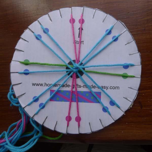9293d5467616 Cómo hacer pulseras redondas de hilo paso a paso