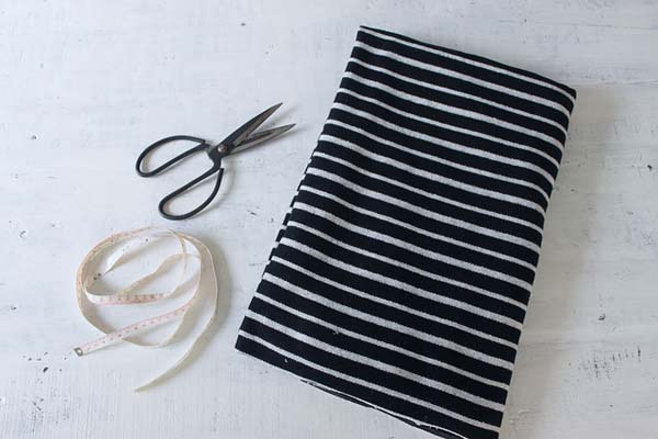 materiales-necesarios-para-hacer-una-capa-sin-coser