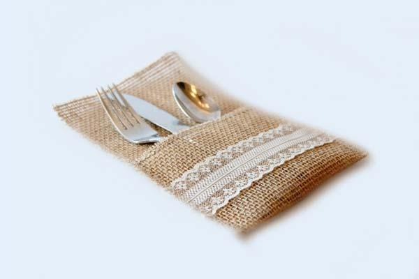 Funda para cubiertos artesanal con tela arpillera