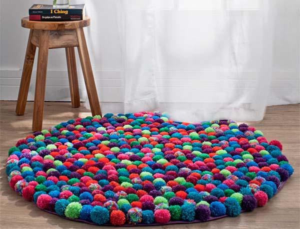 alfombra-hecha-con-pompones