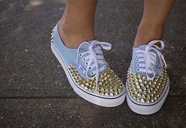 zapatillas-con-tachuelas