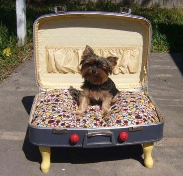 diy-cama-hecha-con-una-maleta