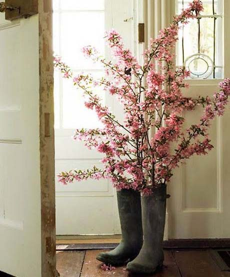 hacer-un-florero-con-botas-de-agua