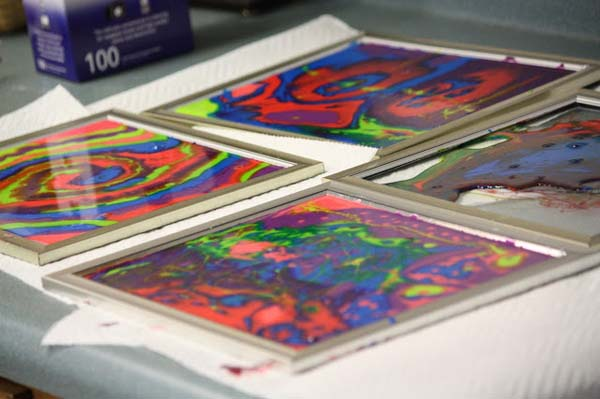 hacer-cuadros-con-pegamento-de-colores