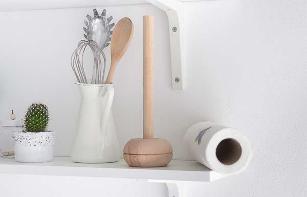 crando-un-porta-rollos-de-cocina-con-madera